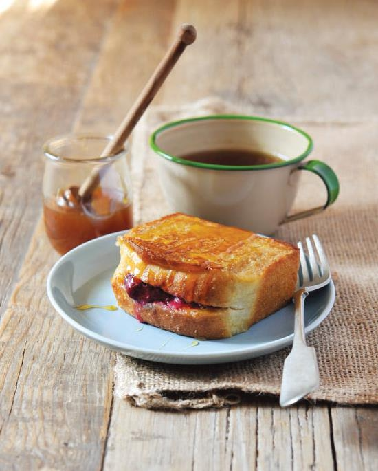 BERRY-STUFFED FRENCH TOAST POCKETS 3